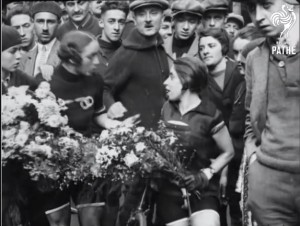 1926 newsreel of a French women's cycling championship